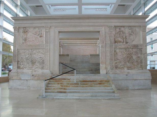 L'altare dell'Ara Pacis a Roma