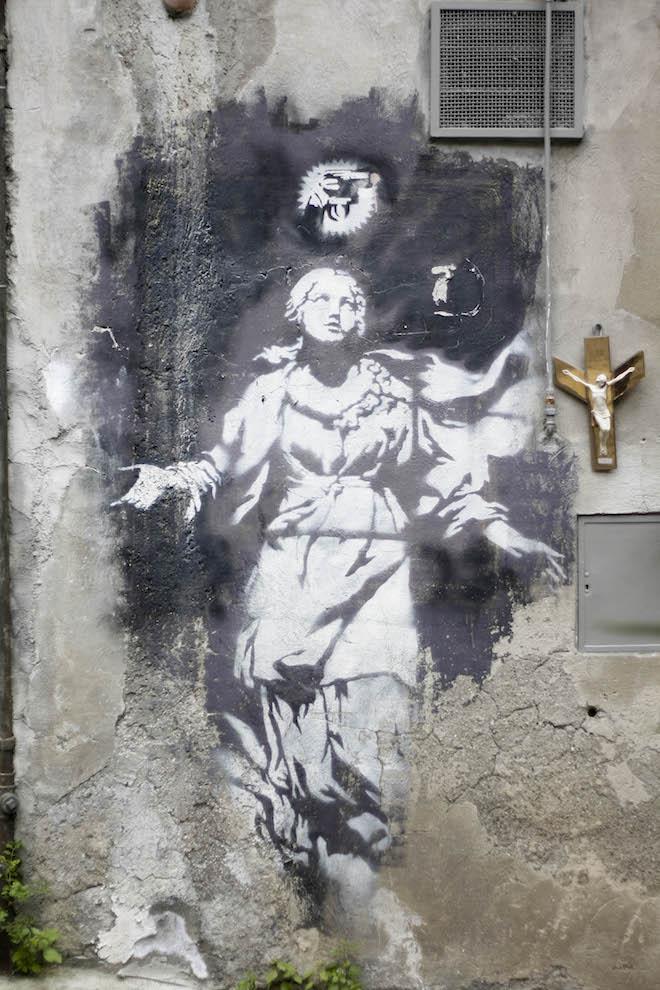 Banksy_madonna-con-la-pistola_Napoli_vita_opere_riassunto_due-minuti-di-arte