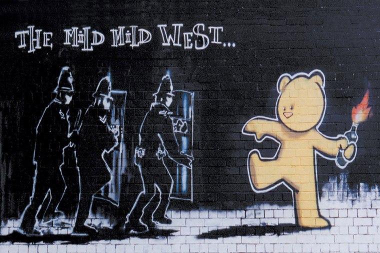 Banksy_the-mild-mild-west_Bristol_vita_opere_riassunto_due-minuti-di-arte
